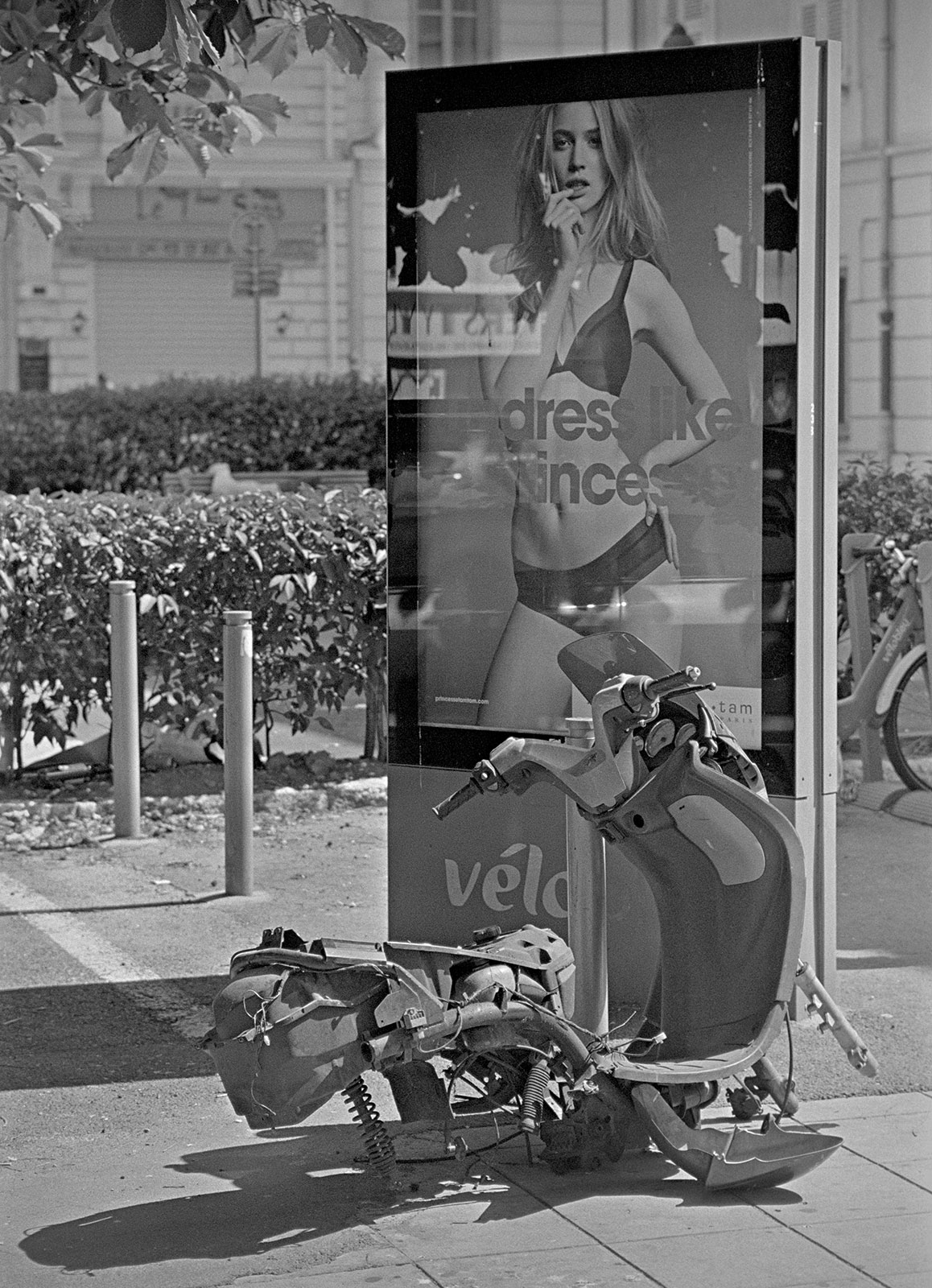 Is a broken scooter really that much visually compelling