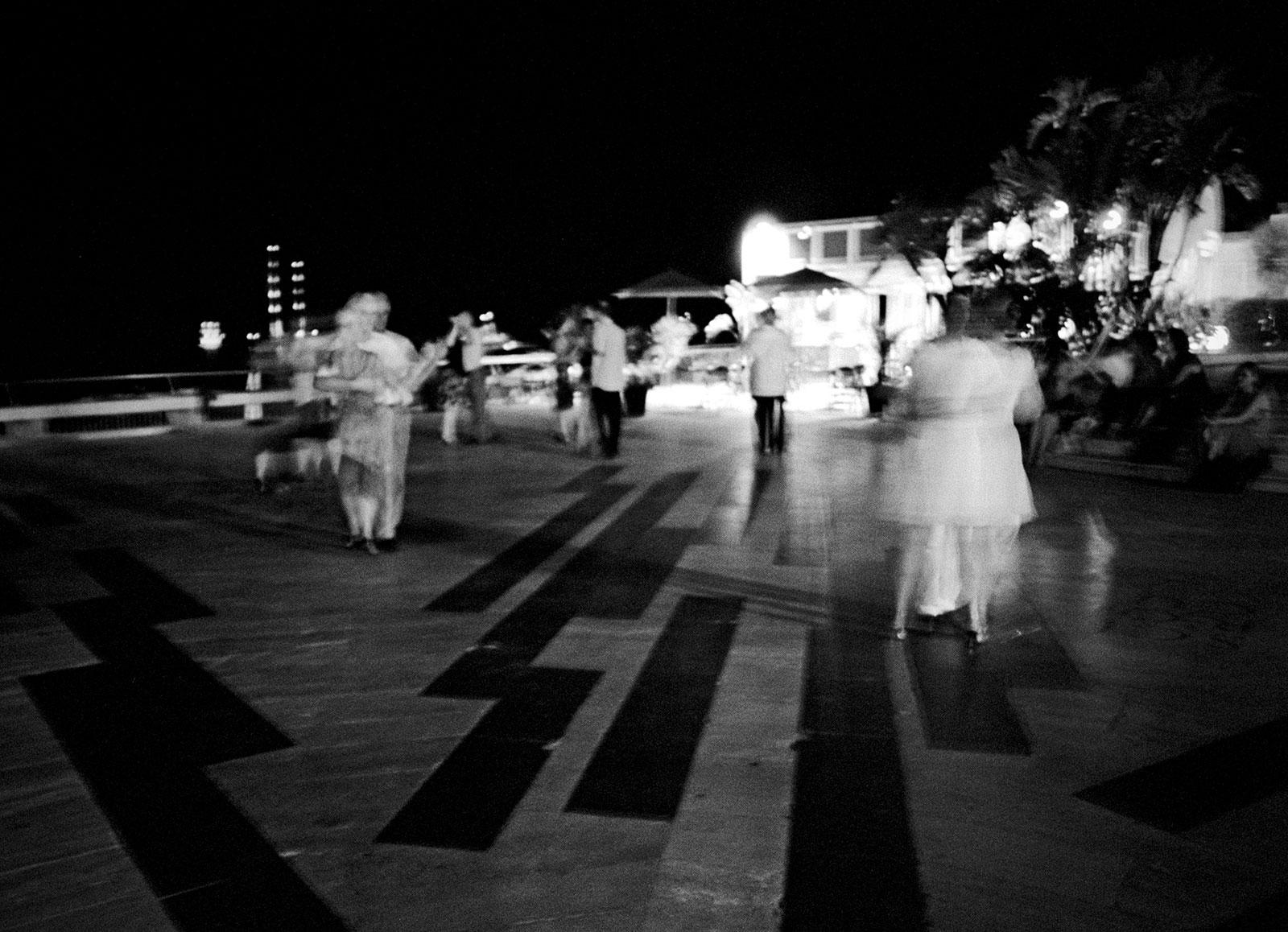 A tango evening over the beach